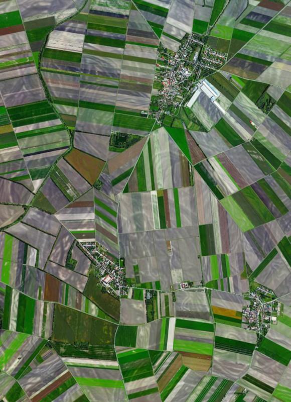 Сельскохозяйственные угодья окружают австрийскую деревню.