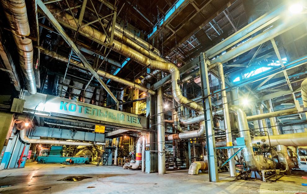 10. Уголь, поступающий в котел, сгорает, выделяя громадное количество тепловой энергии. Сюда же