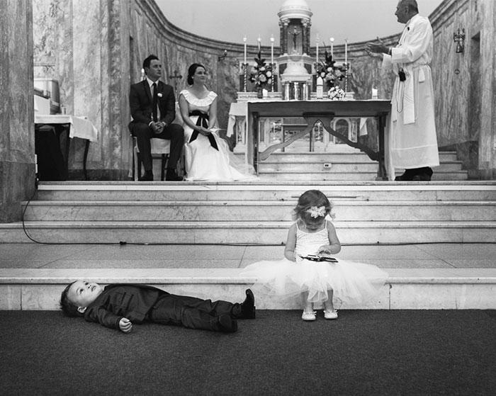 «Лежать на полу и то веселее, чем смотреть на эту вашу свадьбу».