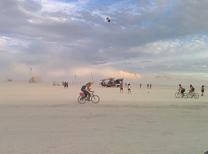 Теперь историческая справка о слове «плайя» (playa), которое употребляется для обозначения бескрайни