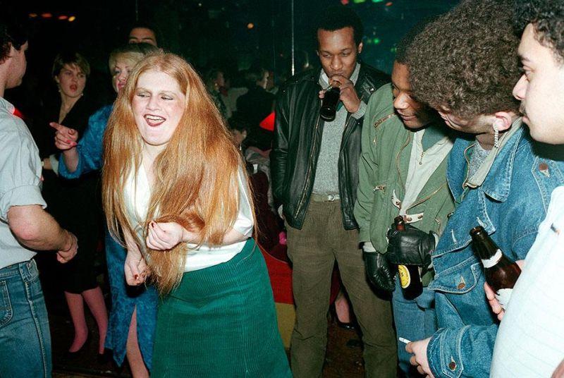 Непринужденная атмосфера британских дискотек в 80-х
