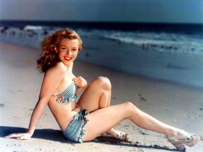 Калифорния, 1940-е годы.      Норма Джин Мортенсон - 15-летняя королева красоты. Это был