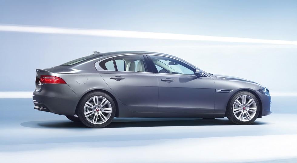 Jaguar показал новую версию седана XE