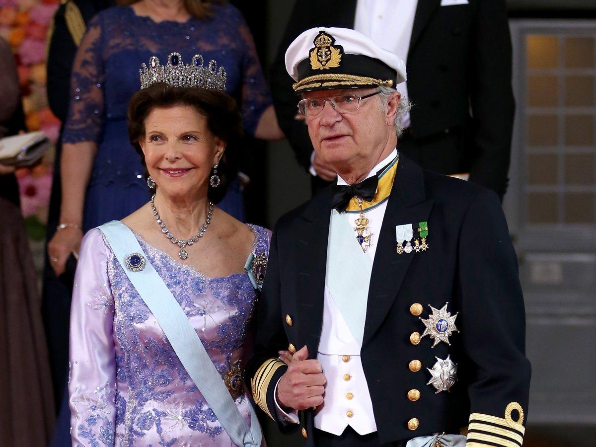 Сильвия Рената Зоммерлат, королева Швеции   Сильвия работала стюардессой и гидо