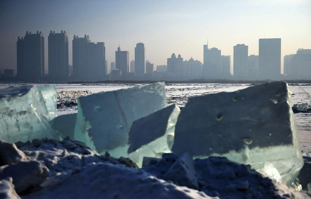 3. Очень много льда. Вообще, Харбин является одним из самых холодных мест в Китае. Температура здесь