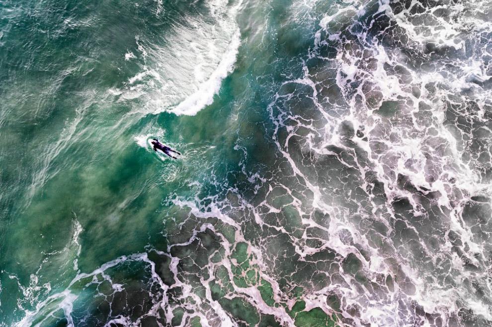 6. Длинная лестница, ведущая к одному из самых красивых пляжей Алгарве в Португалии. (Фото Dronestag
