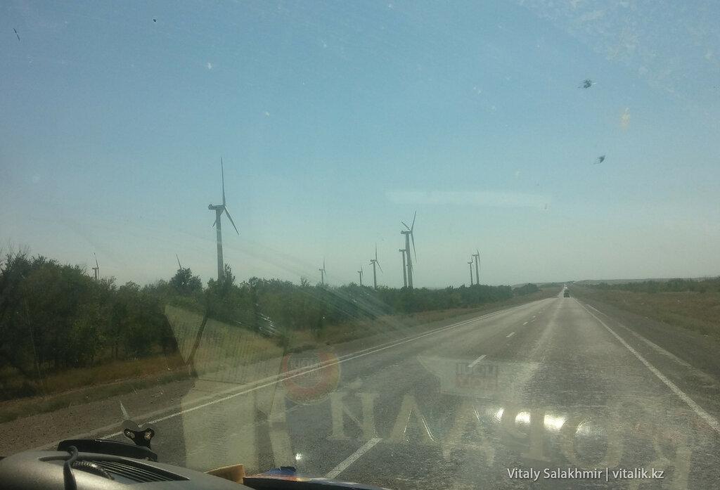 Ветряные мельницы в Кордае, по дороге в Бишкек.