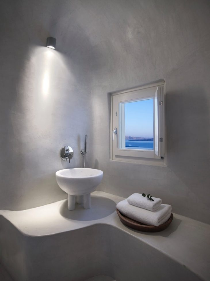 The summer house is located in the traditional village of Oia on the island of Santorini. It consist
