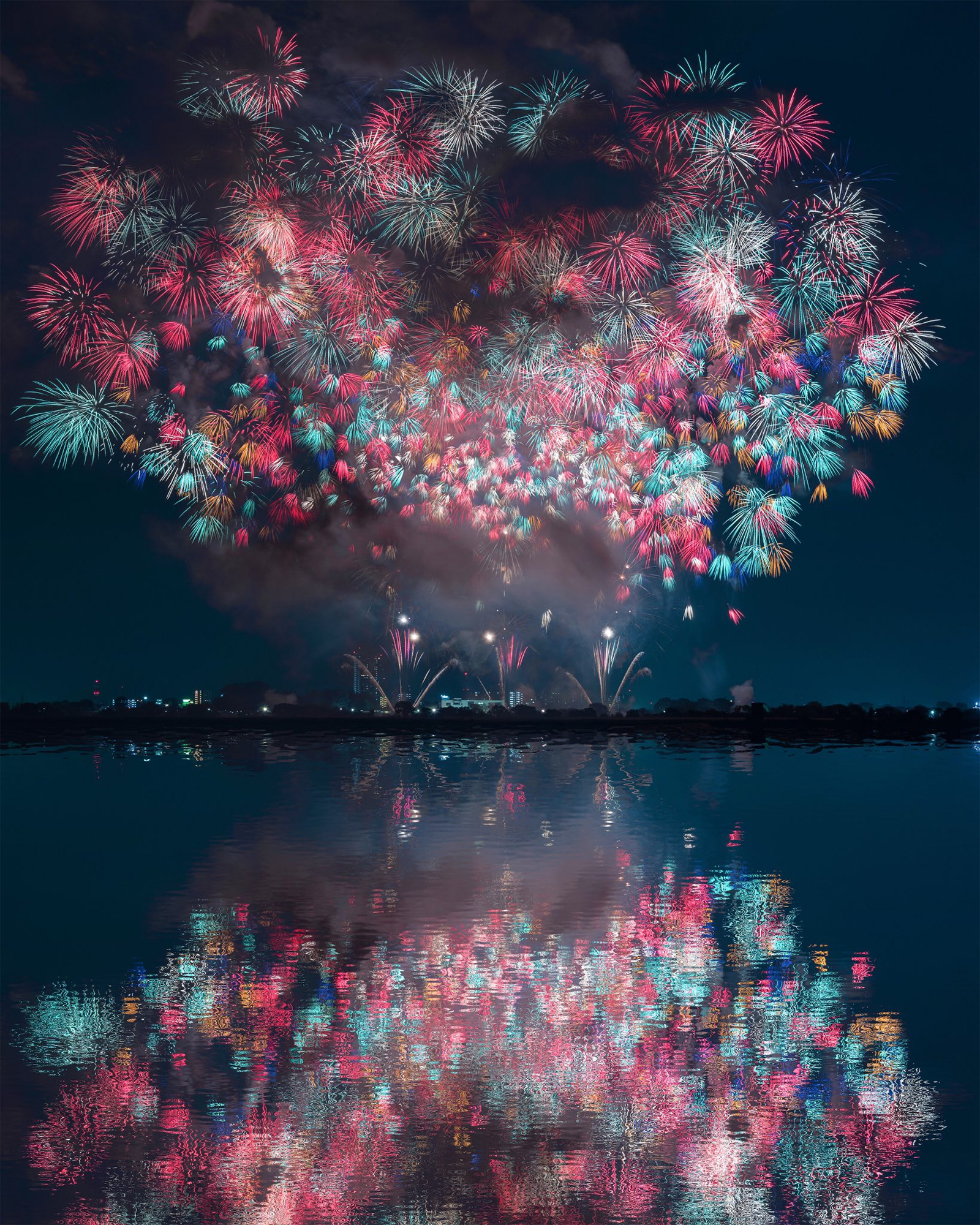 Magnificent Photographs of Japan's Summer Firework Festivals (7 pics)
