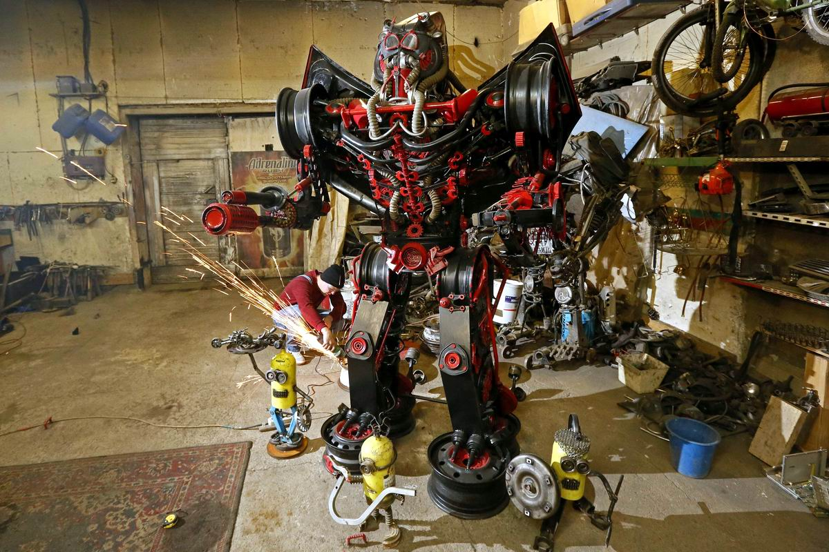 Где-то в дальнем уголке Сибири: Мастерская по изготовлению боевых роботов