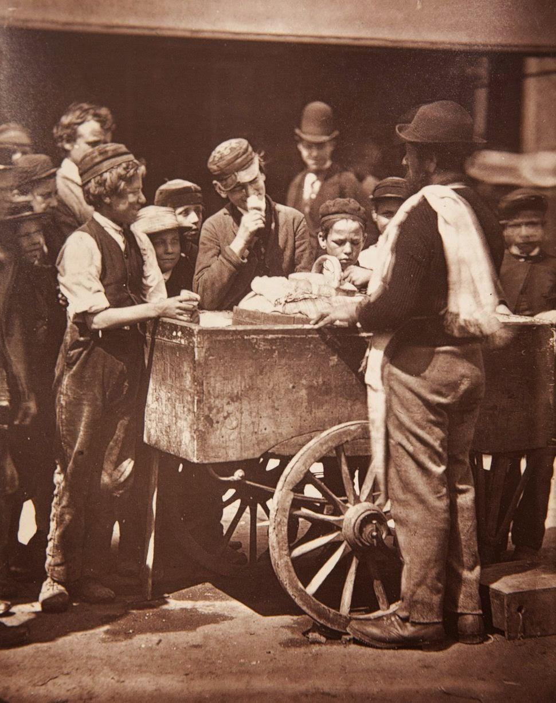 1876. Уличный продавец льда