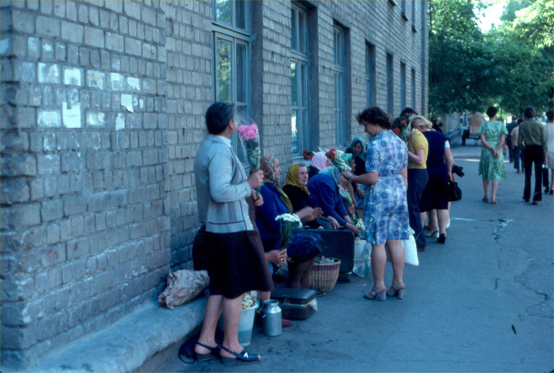 12. Уличная торговля цветами