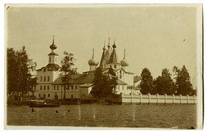 Вид на Надвратный храм преподобного Сергия Радонежского