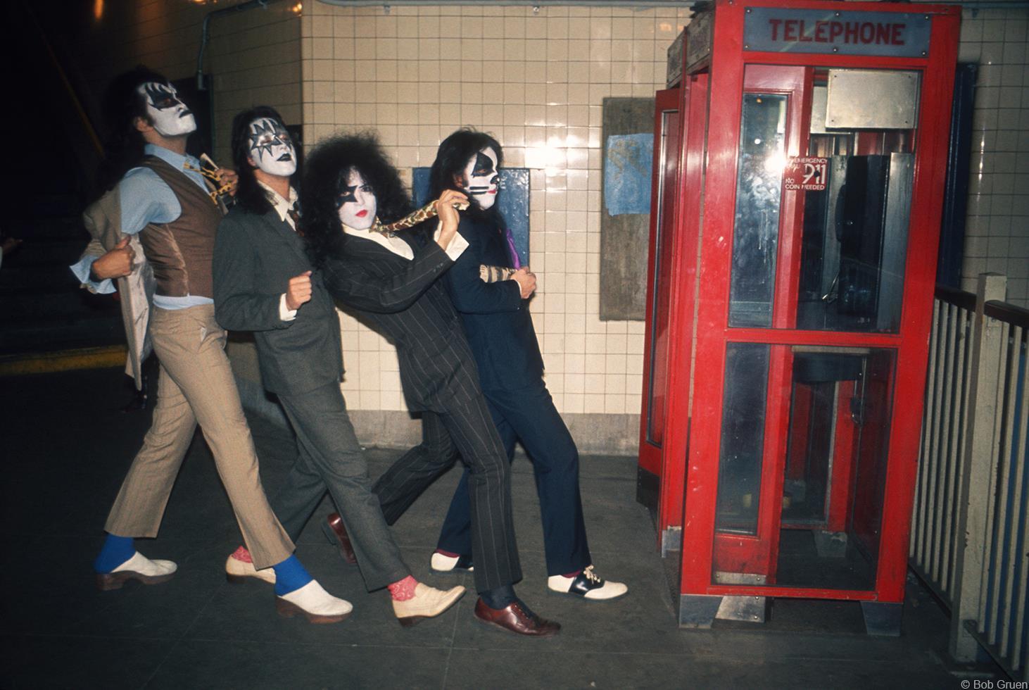 1974. «Kiss»