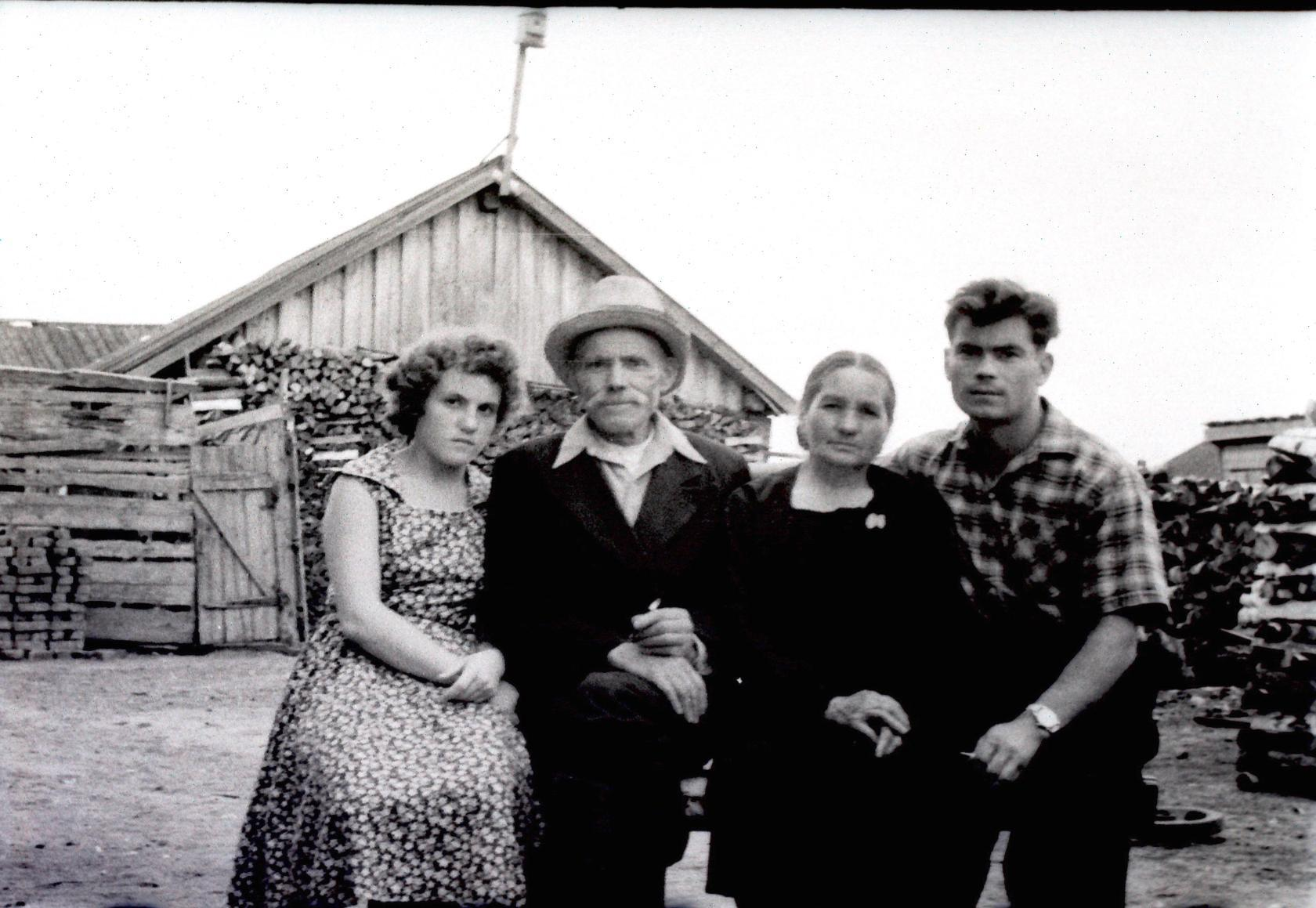 1955. Двор дома по улице Карла Либкнехта (Нерпинская) №16