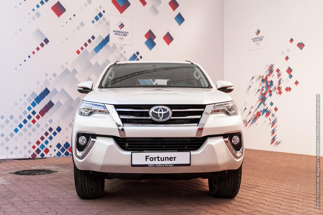 внедорожник Toyota Fortuner
