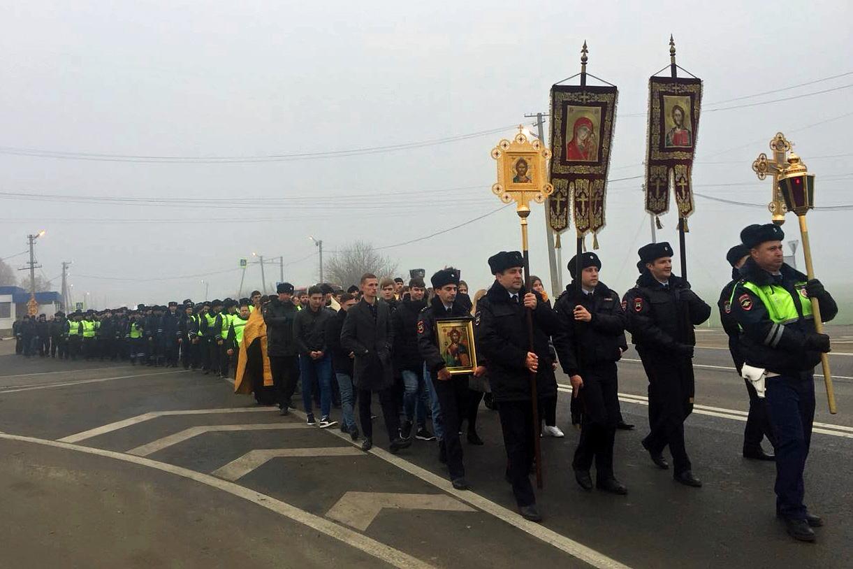 Крестный ход ГИБДД в Краснодаре, на опасном участке движения, 18 ноября, 2017-го г.(1-1221)