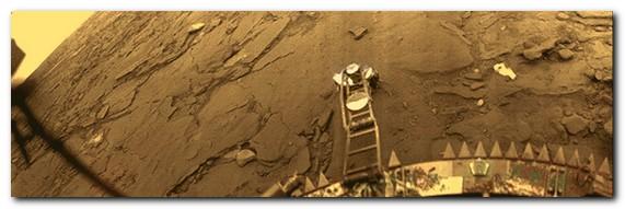 На фото снимок с «Венера-14». На посадочном устройстве можно разглядеть вымпел с гербом СССР.