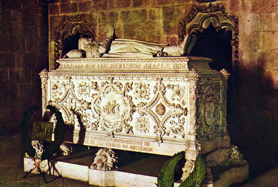 Lisboa - Mosteiro dos Jerónimos - Túmulo de Vasco da Gama.jpg