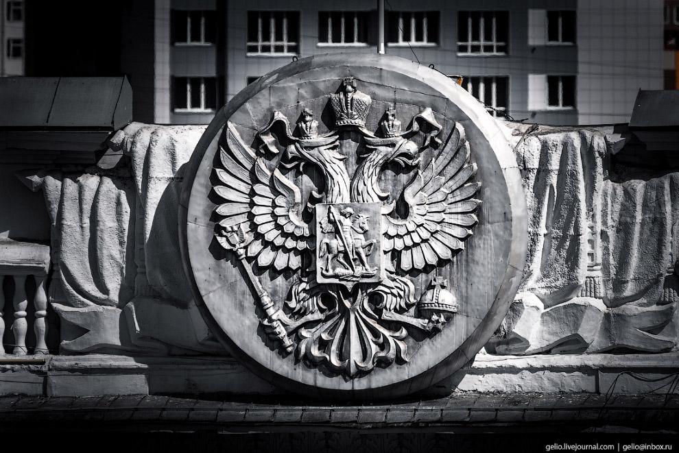 7. Площадь Советов — довольно демократичное место. Летом здесь постоянно работает детский городок, а