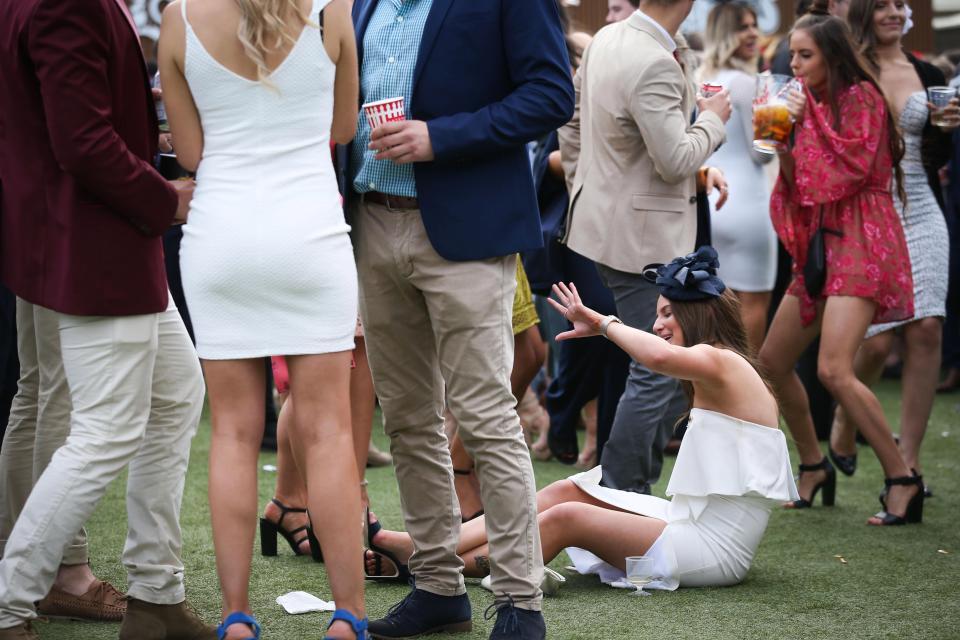 Тети-лошади: австралийки гульнули по полной на турнире по скачкам (12 фото)