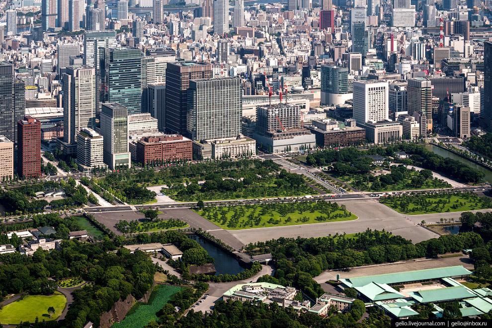 13.  Телевизионная башня Токио (Tokyo Tower)  — одна из визуальных доминант Токио.