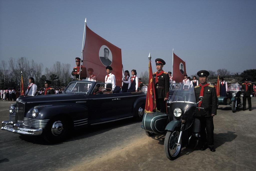 А в 1987-м день рождения вождя в Пхеньяне еще праздновали на советской технике сталинских времен.