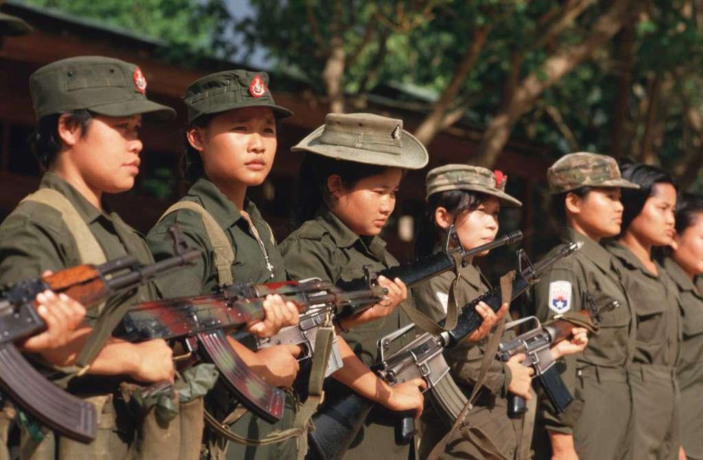 Женщины-бойцы из Каренской национально-освободительной армии, сражающейся против властей Бирмы, 1987