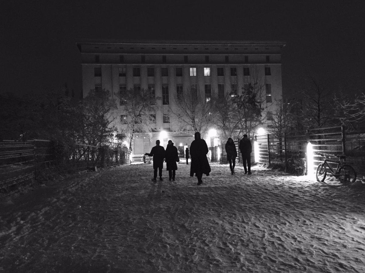 В Берлине также находится Мекка электронной музыки — брутальный ночной техно-клуб Berghain.