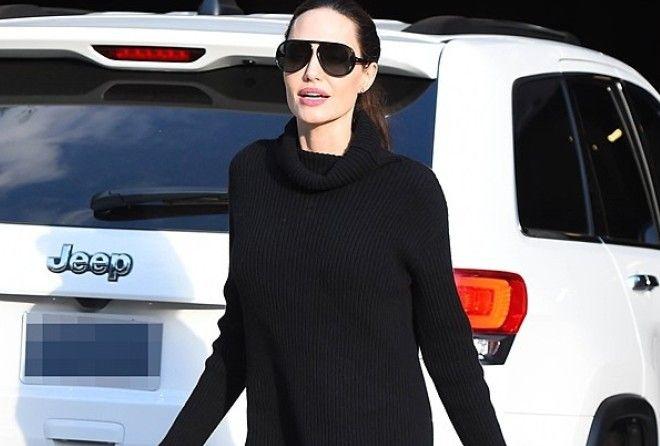 Анджелина Джоли удивила выходом в мини (5 фото)
