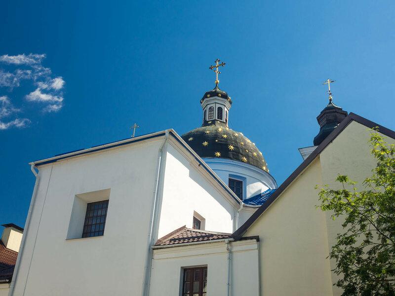 Бывший монастырь базилианок. Ныне — православный Свято-Рождество-Богородицкий женский монастырь.