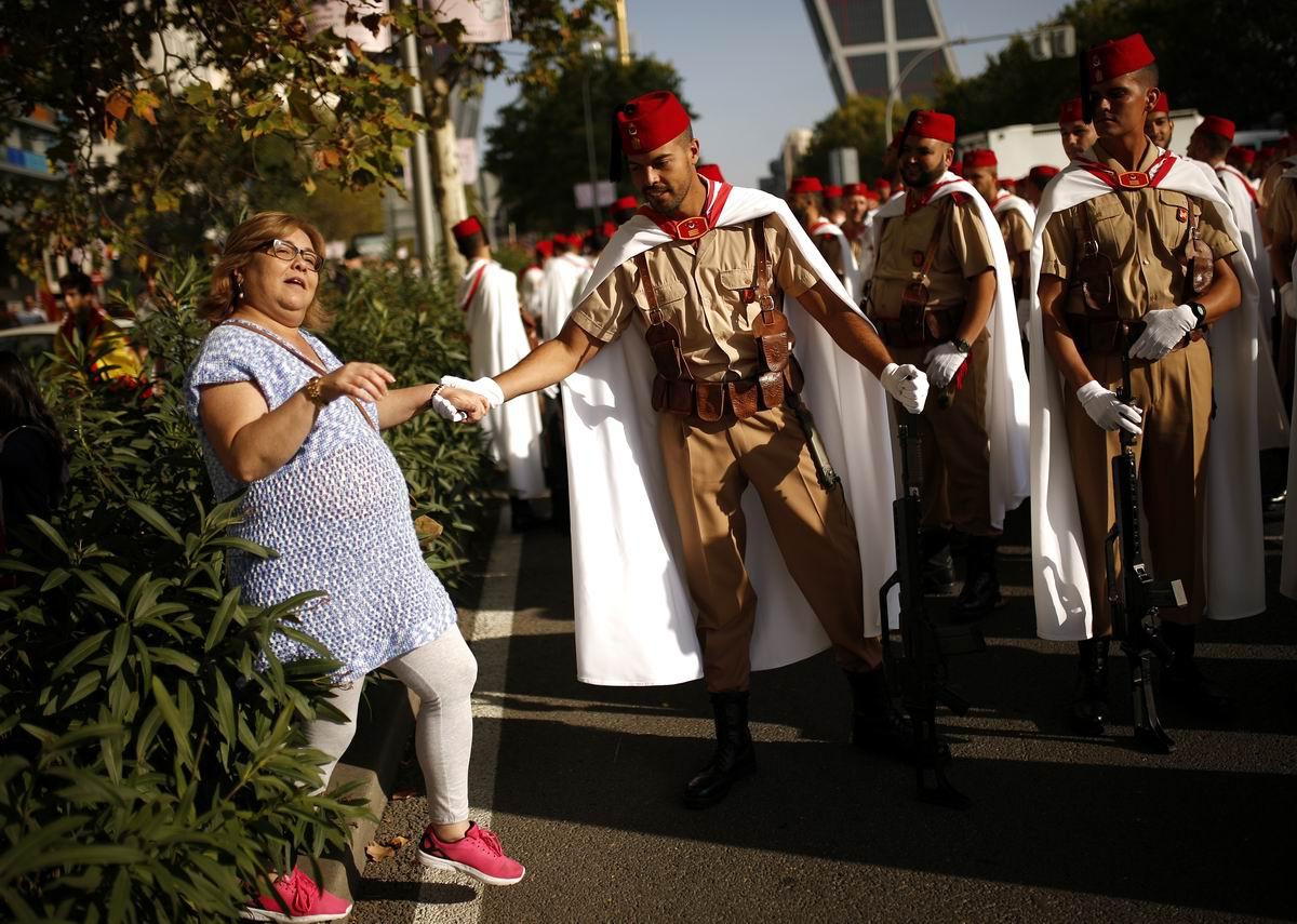Сеньора, разрешите помочь Вам перейти через улицу?!: Одинокая дама и солдаты из Испанского легиона