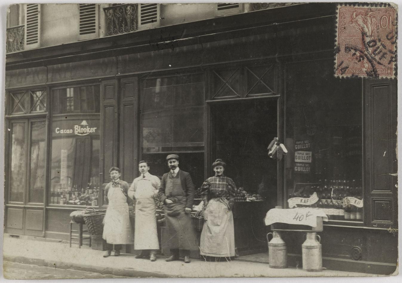 1907. Парижские магазины. Продовольственный магазин. Дом Пинон, 84, улица Дулонг (17-й округ). Сейчас неиспользуемое помещение