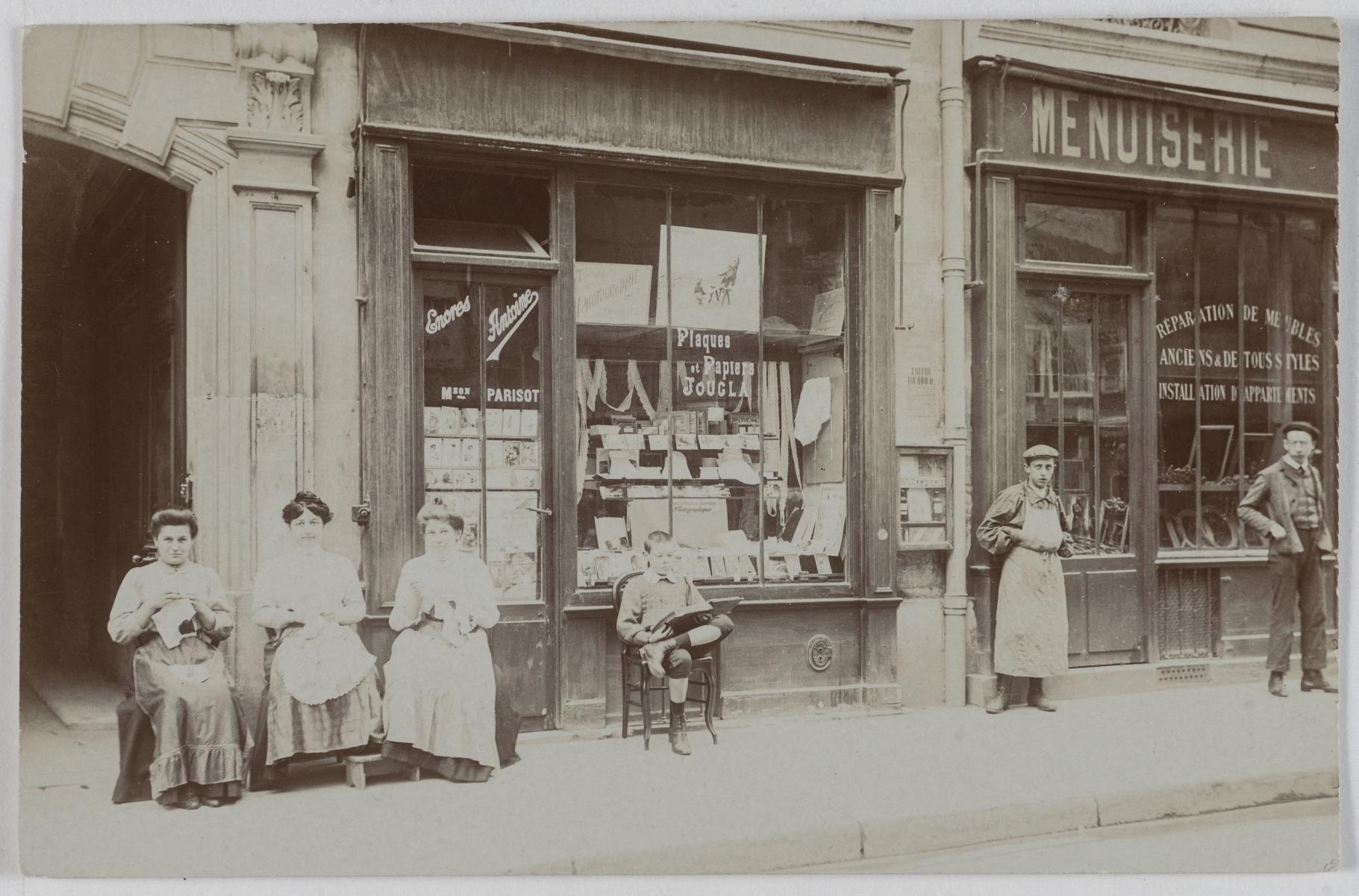 1900-1905. Канцелярские товары, фотографическое оборудование. 142, rue de la Pompe. Сейчас на этом месте багетная мастерская. Столярные изделия, 140, rue de la Pompe (16-й округ). Сейчас на этом месте ресторан итальянской кухни