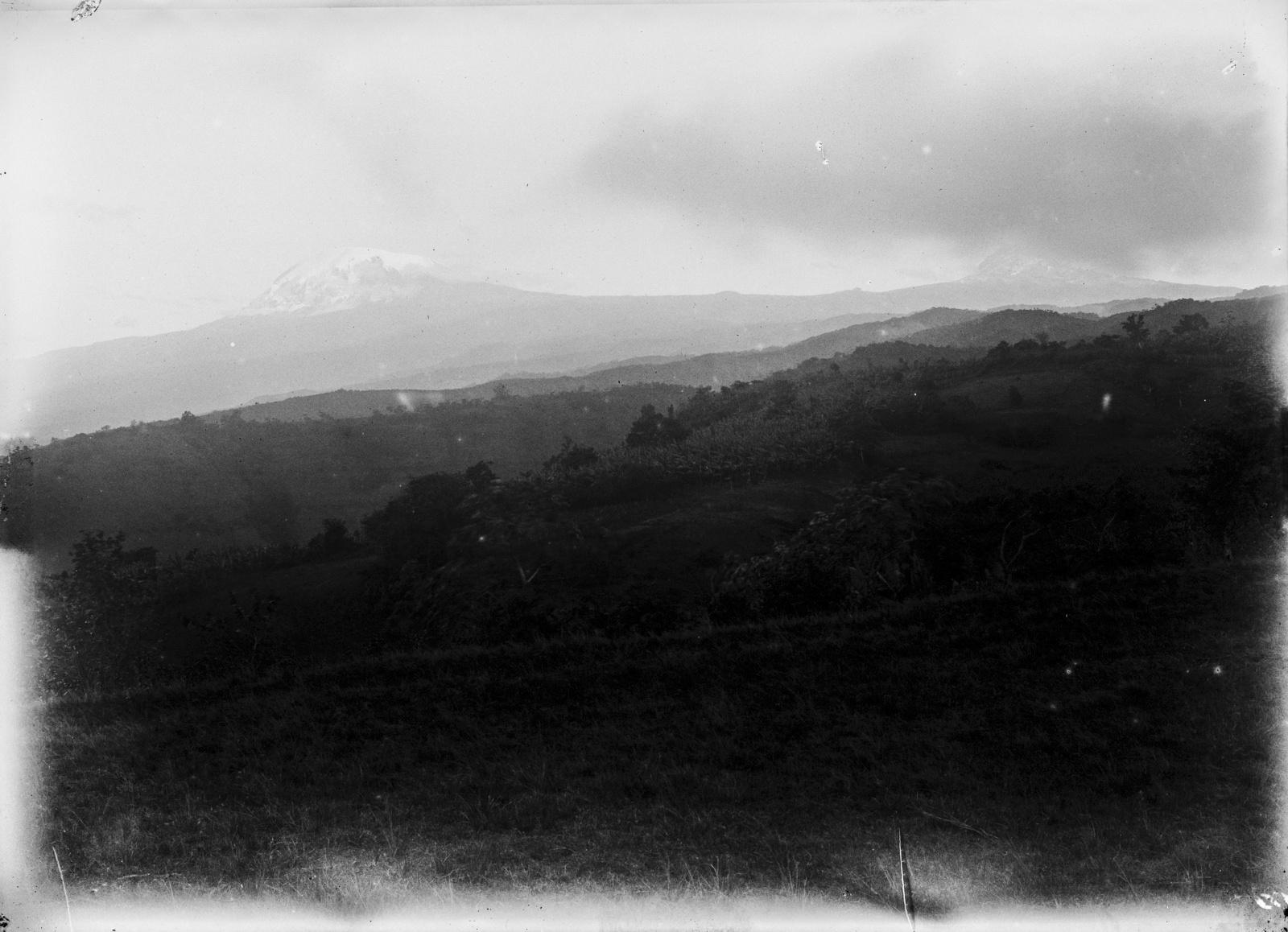93.  Килиманджаро с Кибо (слева) и Мавензи (справа)