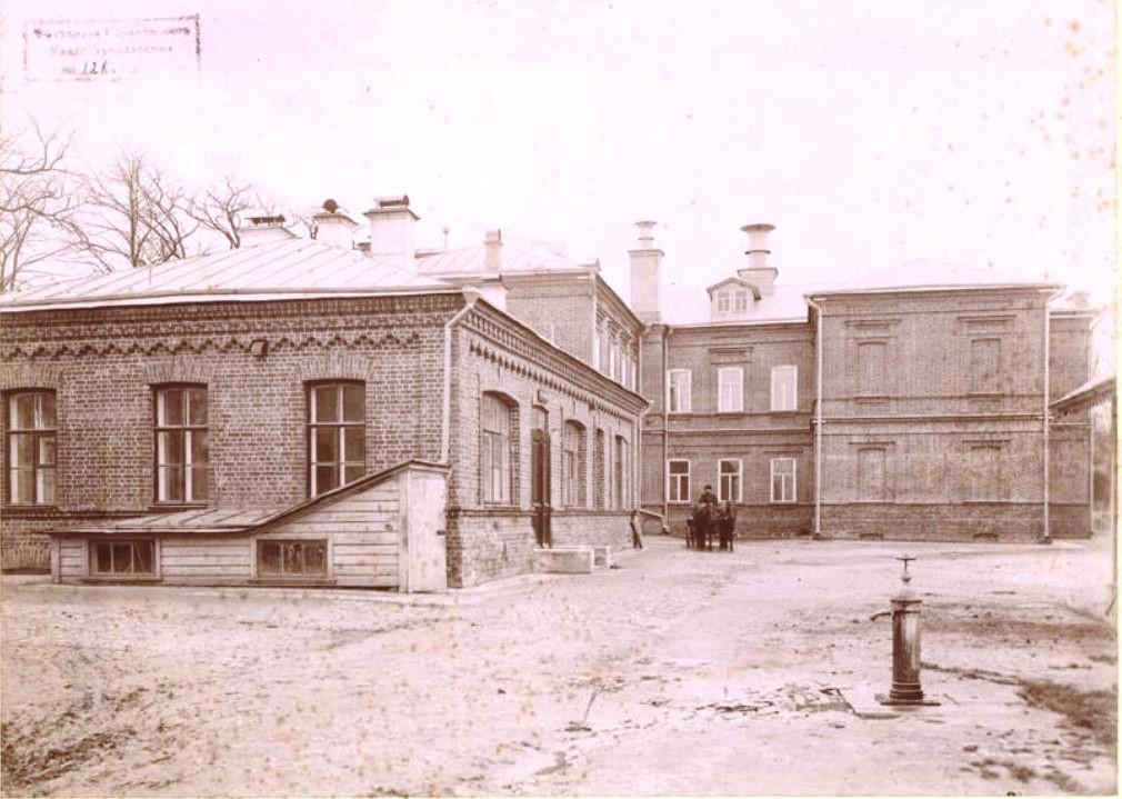 Внешний вид здания хирургического отделения Мартыновской больницы