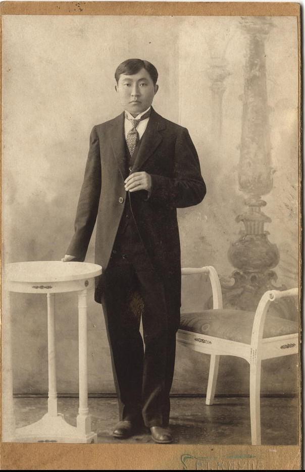 Бурят К.Сахимов в европейском костюме. 1916.