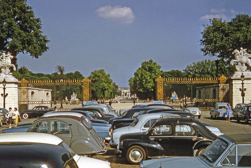 1958 Paris Tuilleries Gardens Entrance From Place de la Concorde.jpg