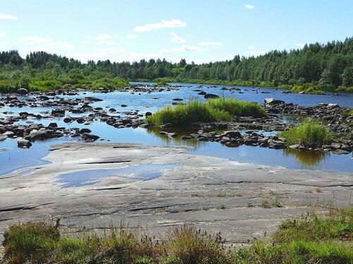 Каменистое русло реки Выг