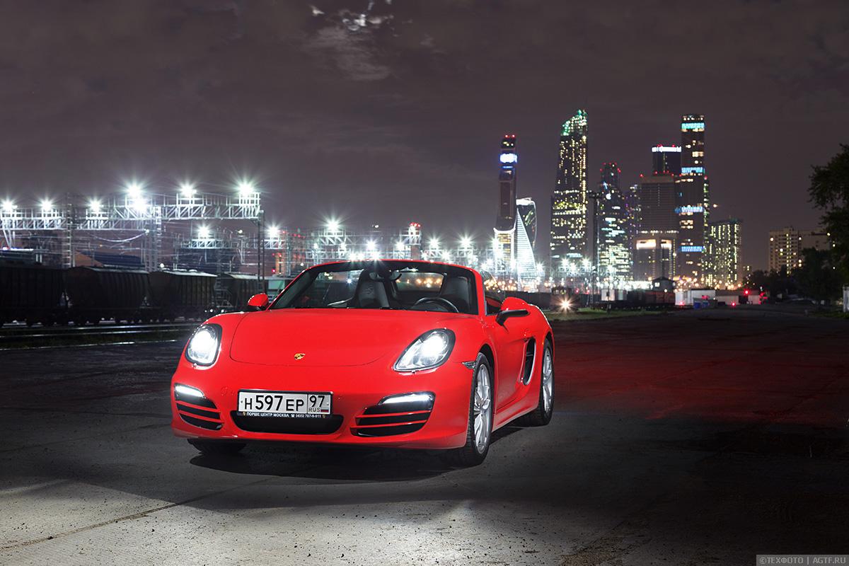 Красный Porsche Boxster Convertible
