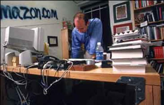 6. Джеф Безос «Amazon» Даже по этой старой фотографии можно сделать вывод, что Джеф Безос полностью