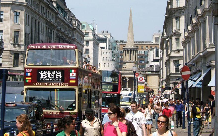 1. Самая многолюдная улица – Оксфорд-стрит По этой улице ежегодно проходят более 200 миллионов челов
