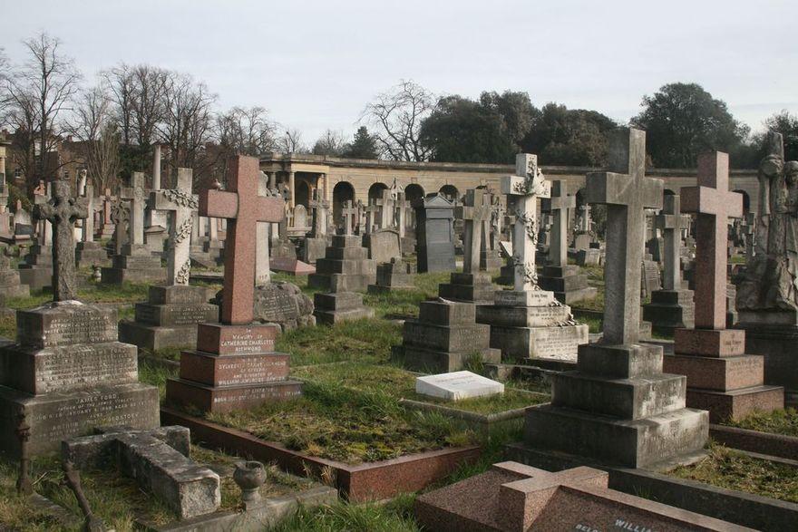 6. Самое переполненное кладбище – Лондон Дошло до того, что управляющие этим огромным лондонским кла