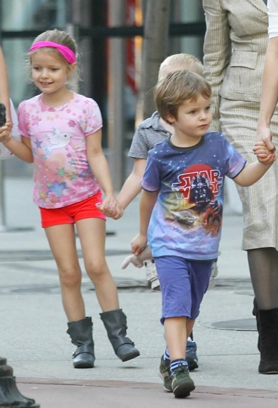 Дети Гвинет Пэлтроу и вокалиста Coldplay Криса Мартина — это все, что осталось от брака знаменитосте