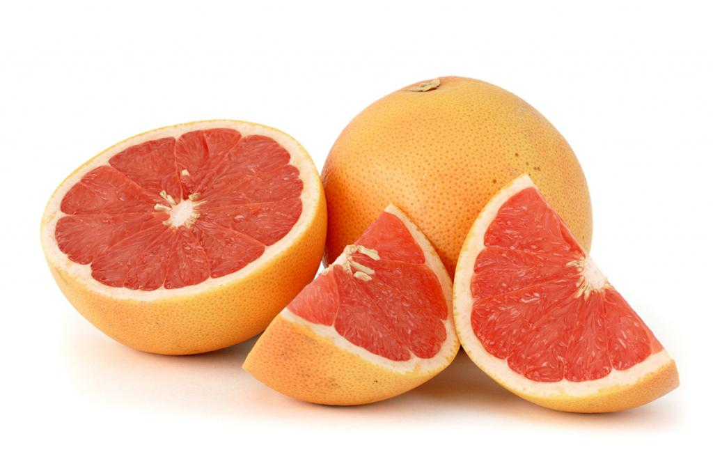 Грейпфруты. Плод содержит витамины B1, B2, B9, С, РР, а также микроэлементы — железо, калий, кал