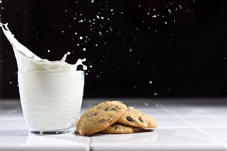 8. Молоко содержит антибиотики Антибиотики, добавленные в молоко — самый устойчивый, и в то же время
