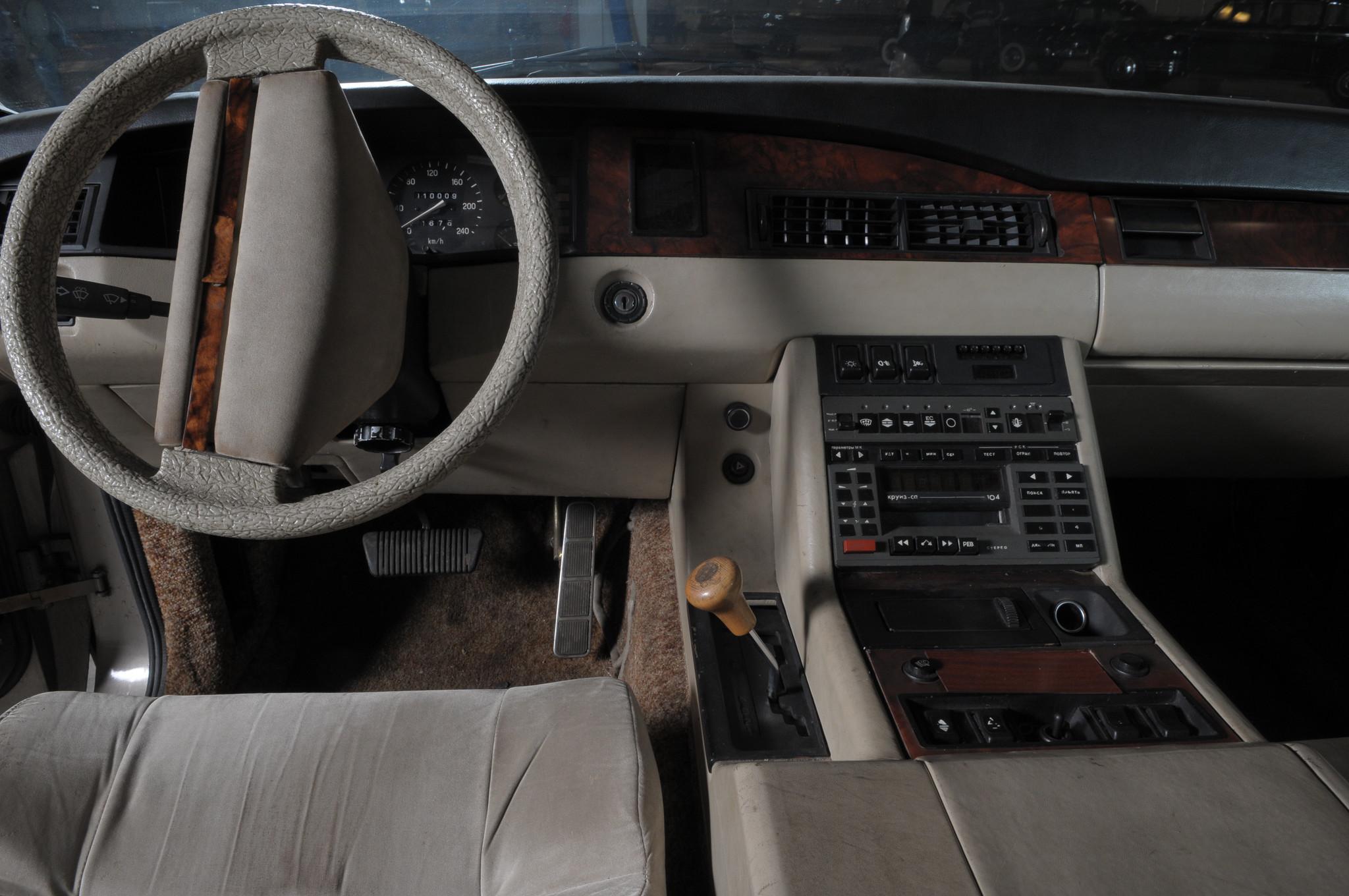 ЗИЛ-4102 был заложен как проект в 1982 году, хотя окончательно концепция сформулировалась только в 1