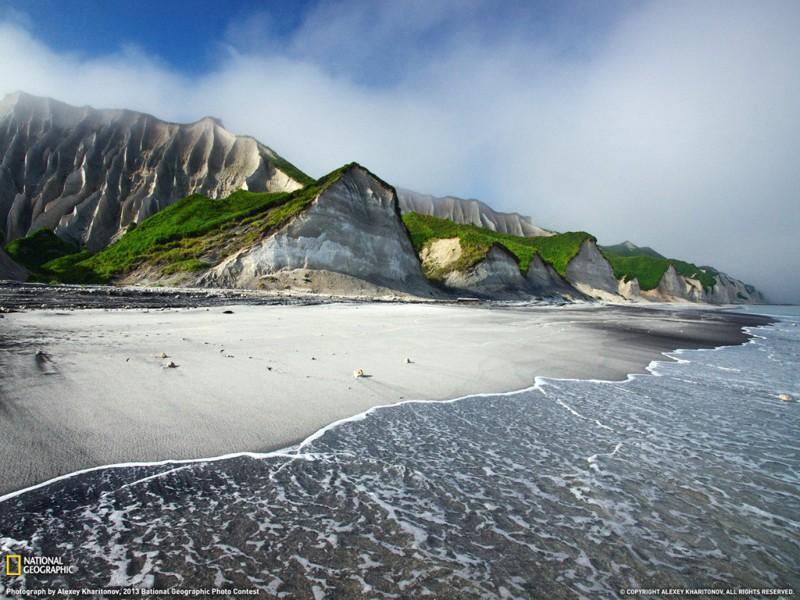 20. Белые скалы острова Итуруп, Россия.