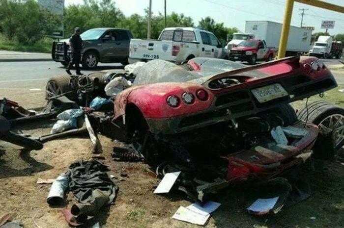 Суперкар Koenigsegg CCX за миллион долларов разлетелся вдребезги после столкновения с бордюром