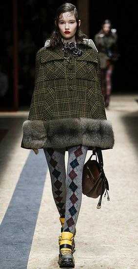 Пальто с отделкой из меха